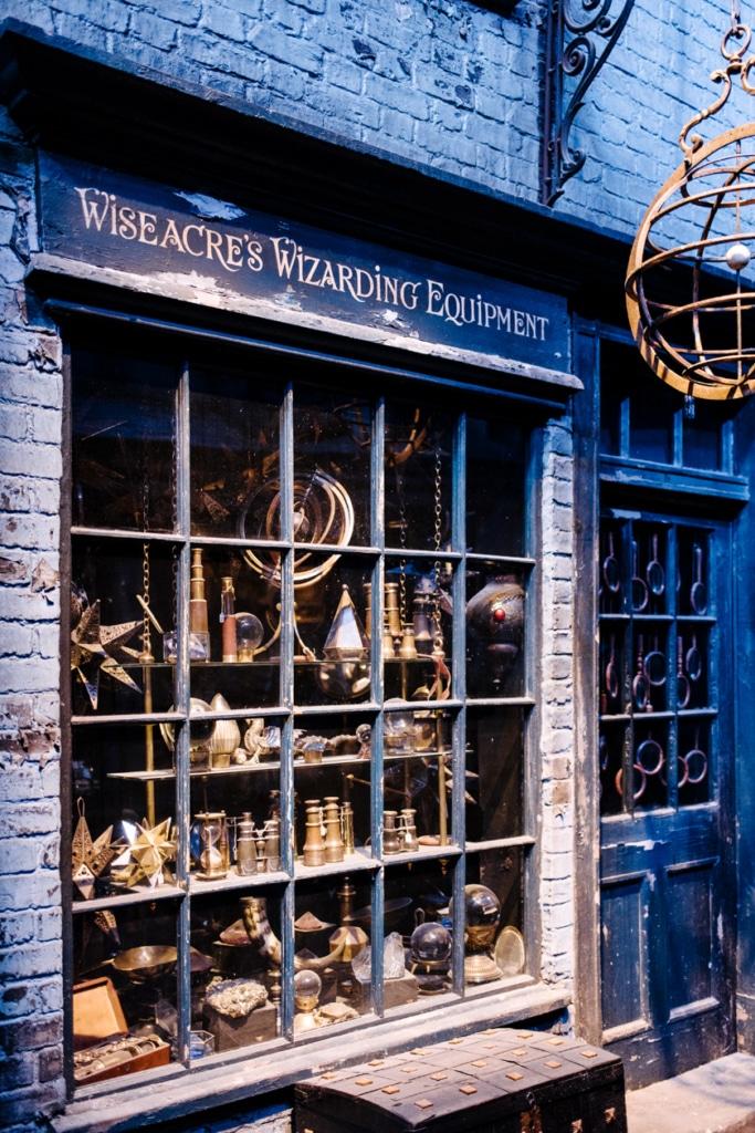 Visite des Studios Harry Potter à Londres – Boutique d'accessoires de magie sur le Chemin de Traverse