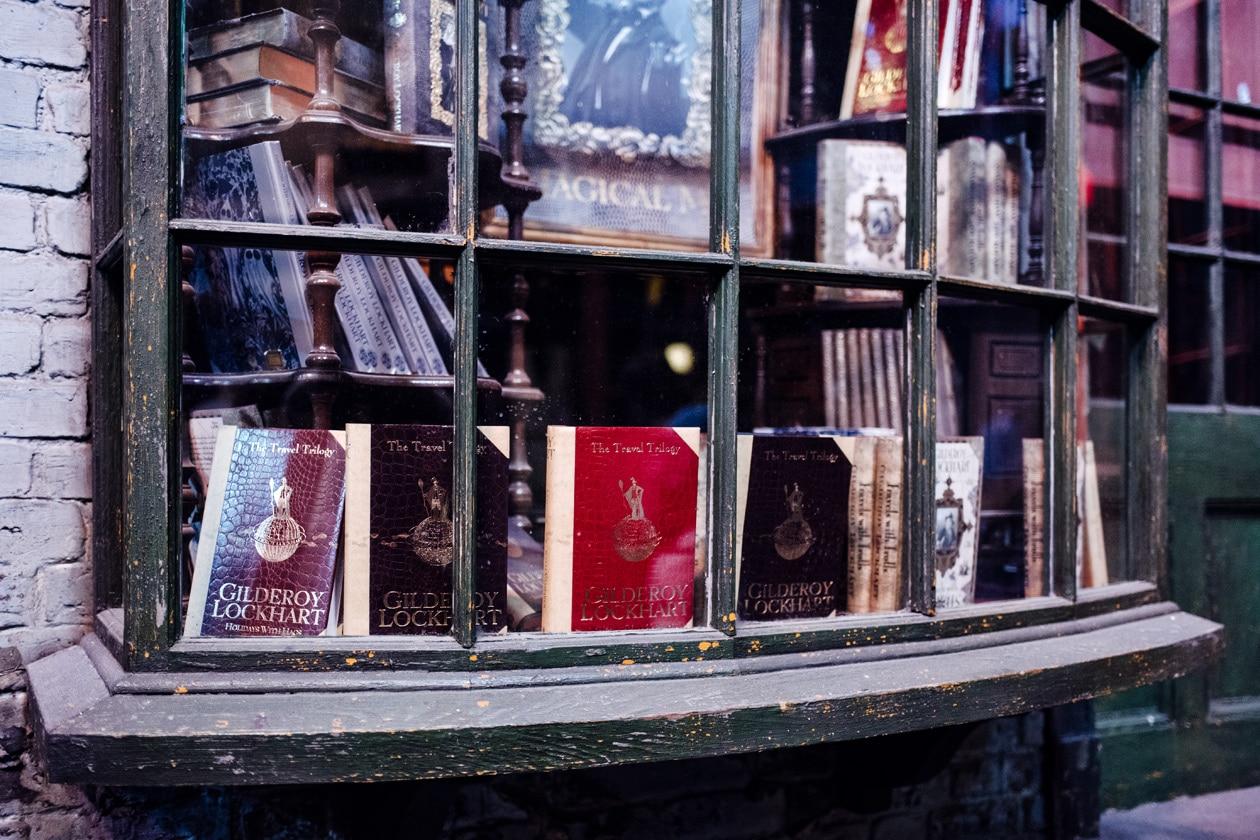 Visite des Studios Harry Potter à Londres – Vitrine de la boutique de livres de magie du Chemin de Traverse