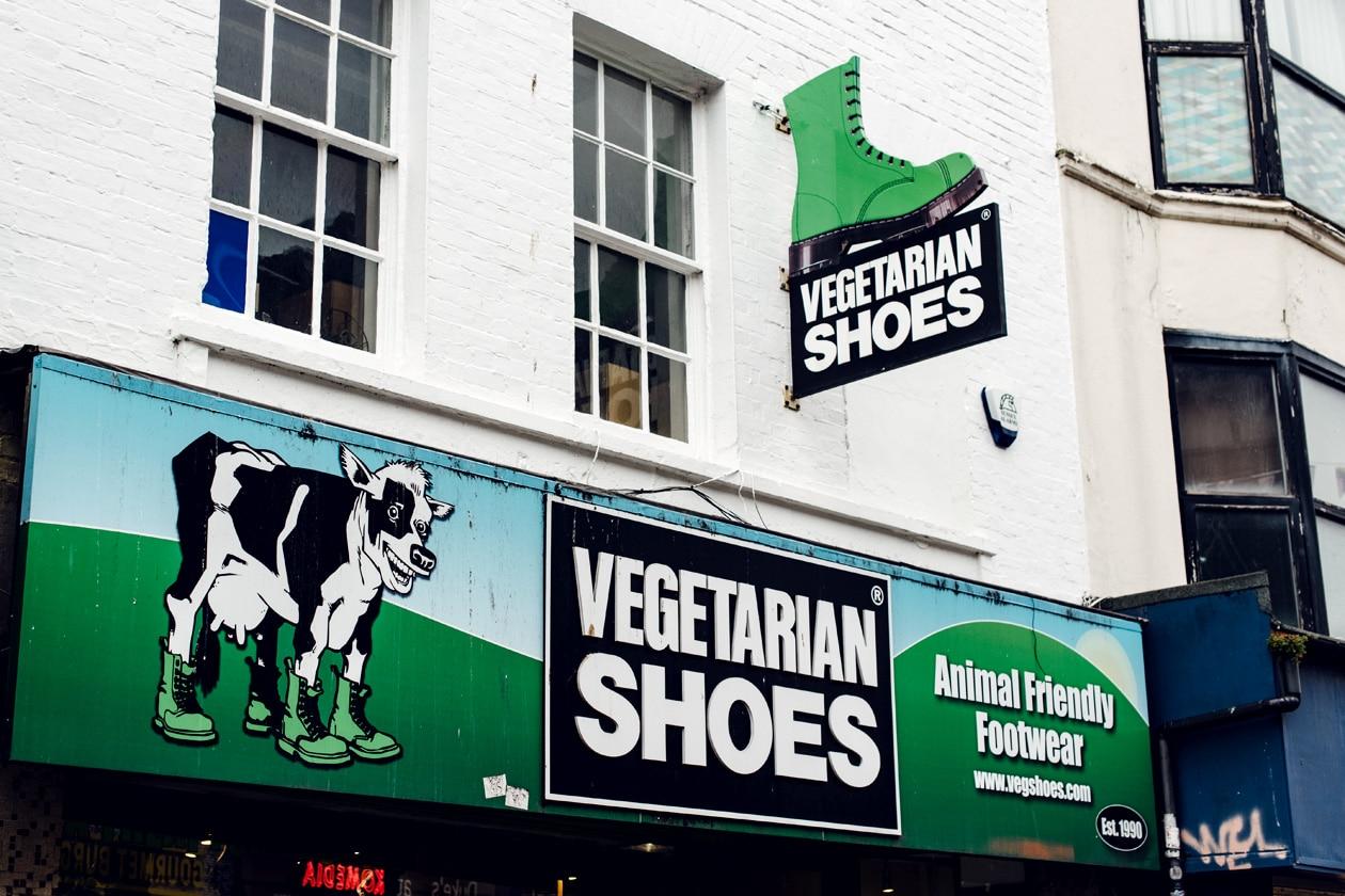 Brighton, devanture d'un magasin de chaussures véganes dans le quartier de The North Laine