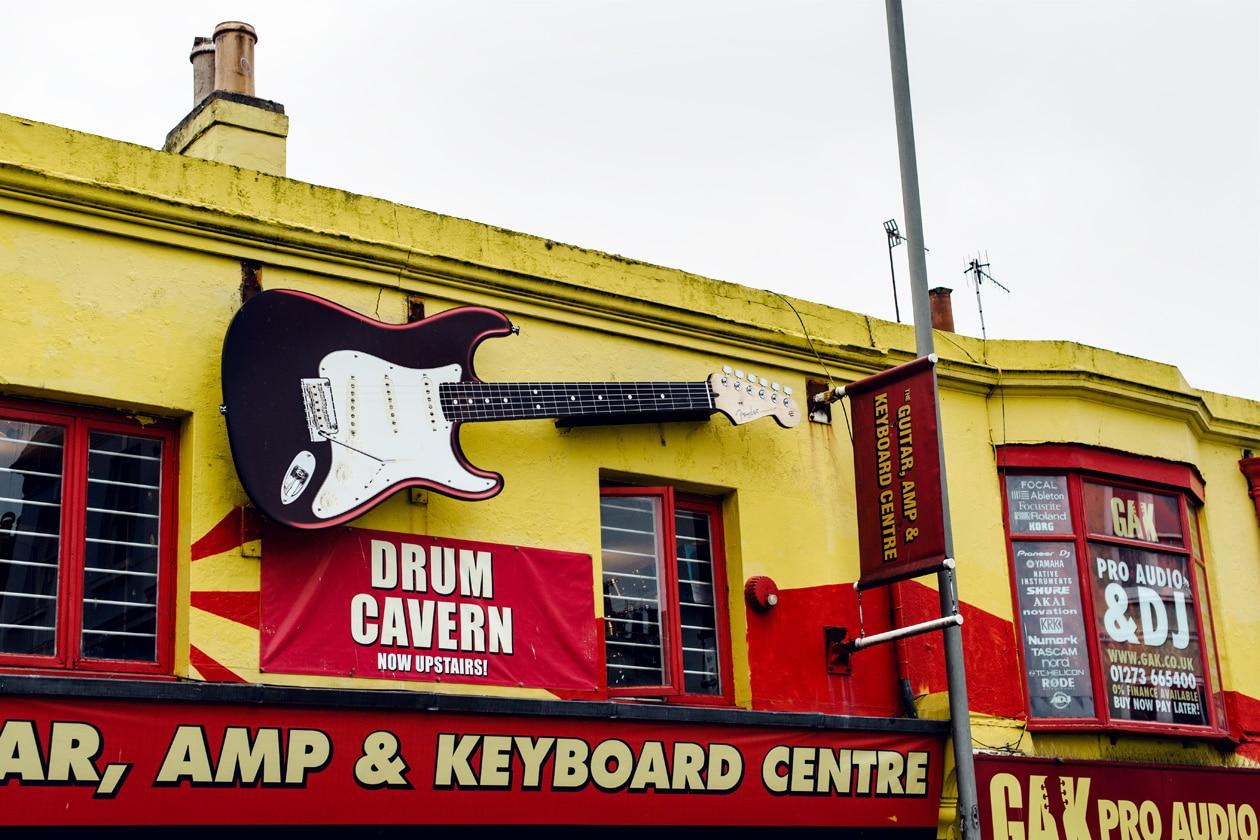 Brighton, devanture d'un magasin de musique dans le quartier de The North Laine