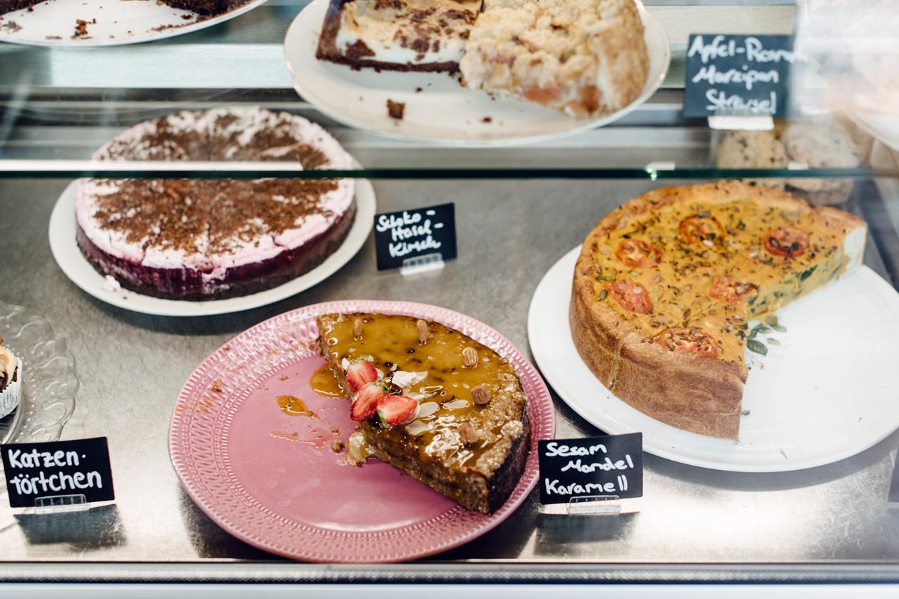 Gâteaux et quiches végétaliennes chez Pausenraum, à Freiburg im Breisgau