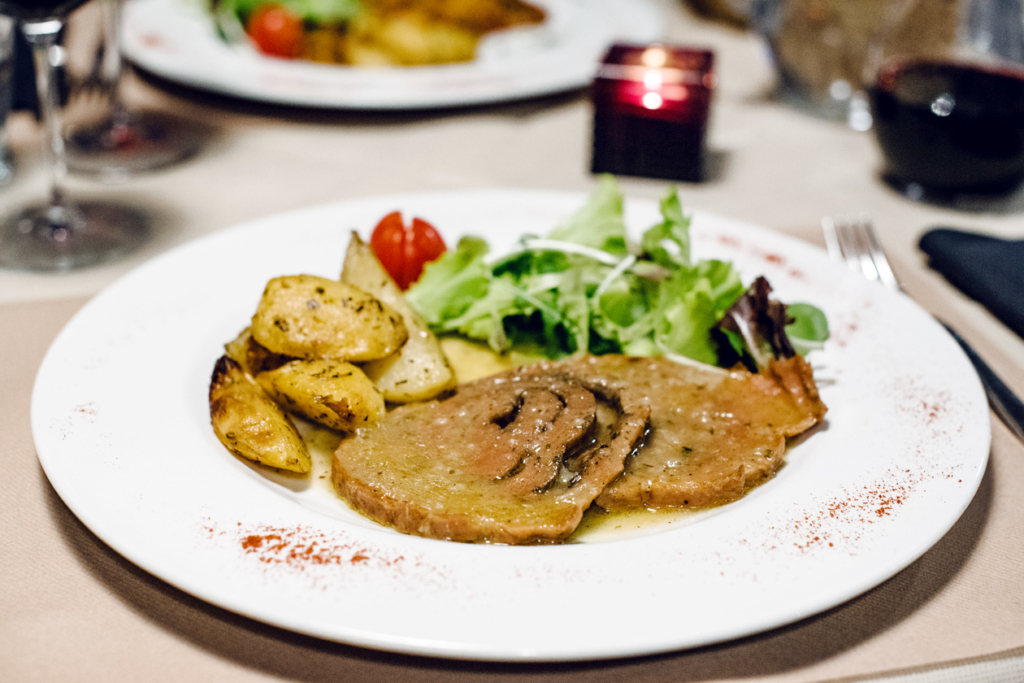 Tranches de seitan en sauce chez La Tecia Vegana à Venise