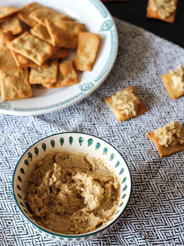 Houmous aux oignons caramélisés et crackers fromagés – Crazy Green Fruits