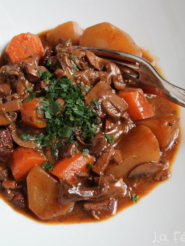 Bourguignon champignons tofu fumé – La Fée Stéphanie