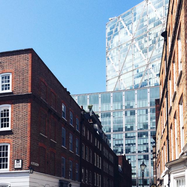 Contraste architectural à Londres