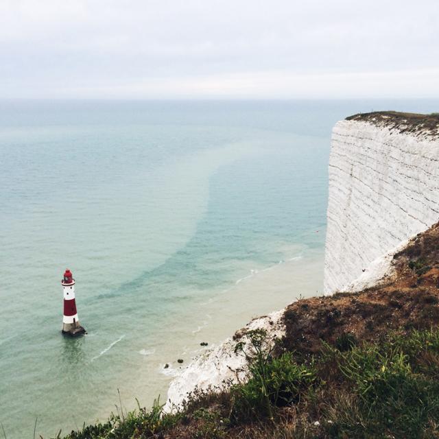 Falaises et phare de Beachy Head, dans le sud de l'Angleterre