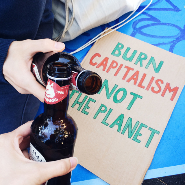 """Manifestation nationale pour le climat: """"Burn capitalism, not the planet"""""""