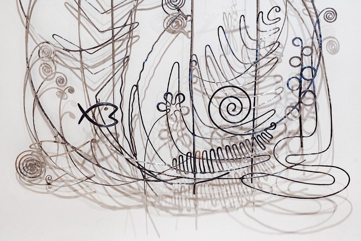 Venise, Collection Peggy Guggenheim –Tête de lit en feuilles d'argent découpées réalisée par Alexander Calder