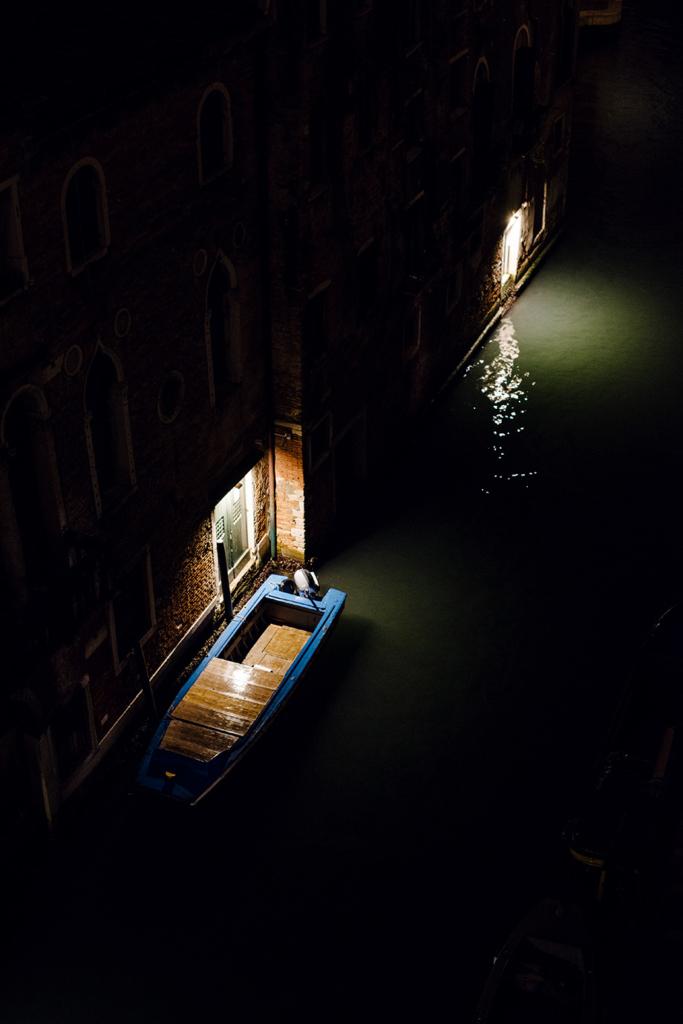 Balade nocturnes dans les rues de Venise