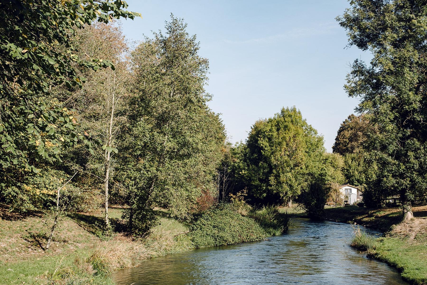 Promenade le long de l'ancienne Aar, dans les environs d'Aarberg
