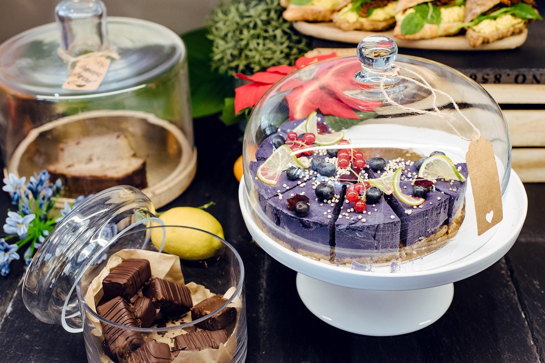 Gâteaux et gourmandises végétaliennes chez Alive, à Genève