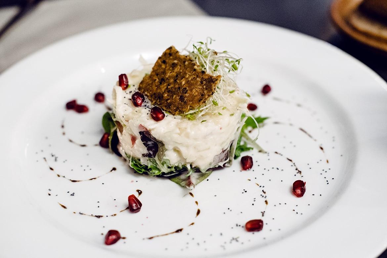 Repas végétalien à Genève: salade de chou rave et pomme au Restaurant du Grütli