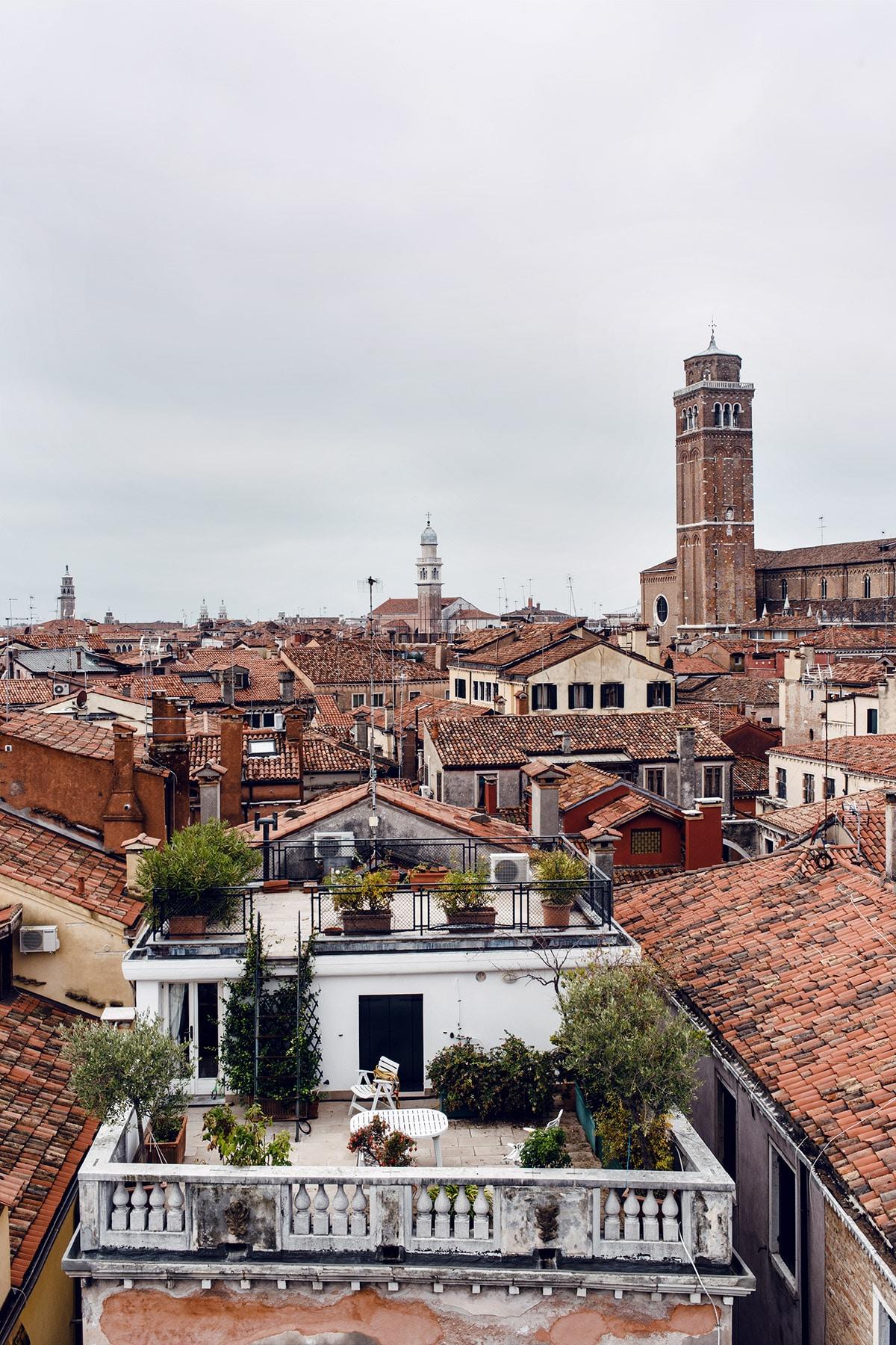 Vue sur les toits de Venise et la Basilique dei Frari