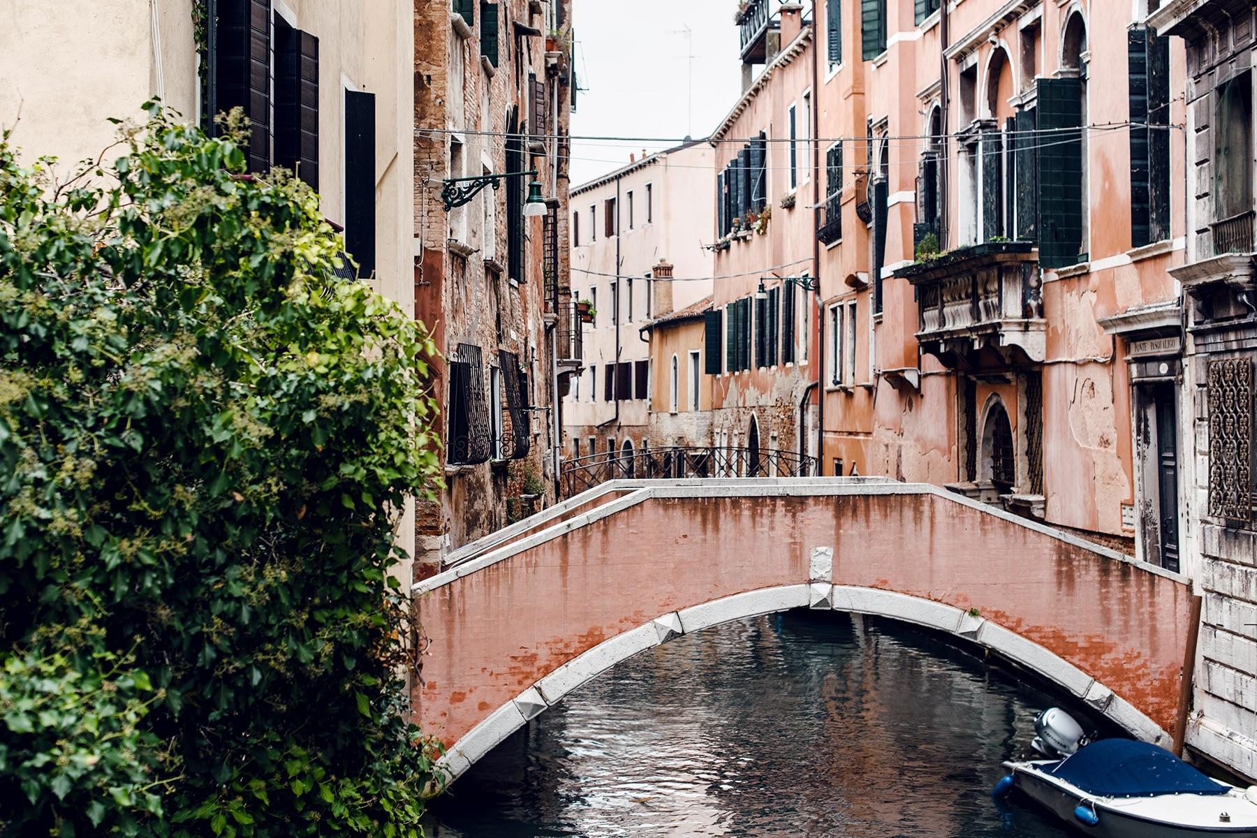 Bâtiment et pont vénitiens