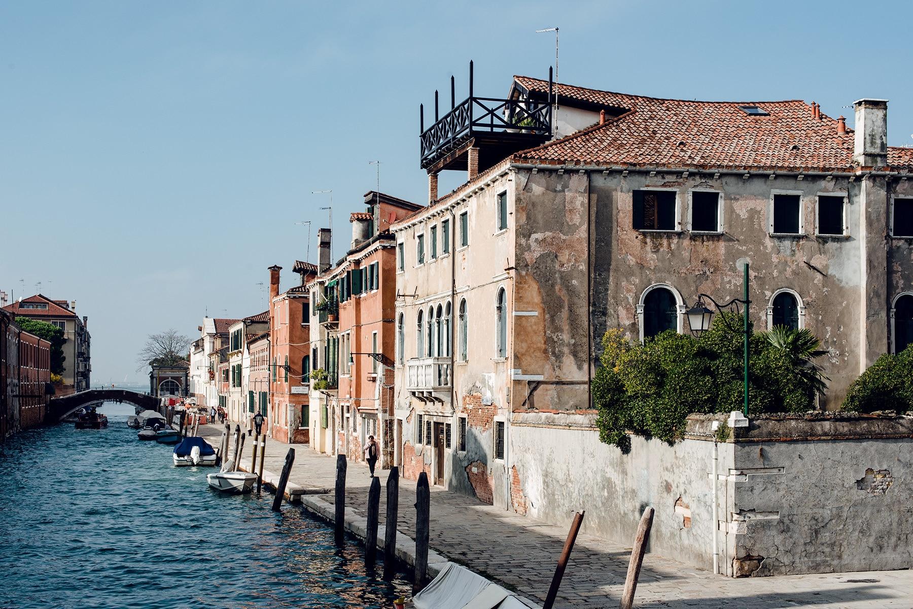 Balade le long des quais du quartier de Cannaregio à Venise