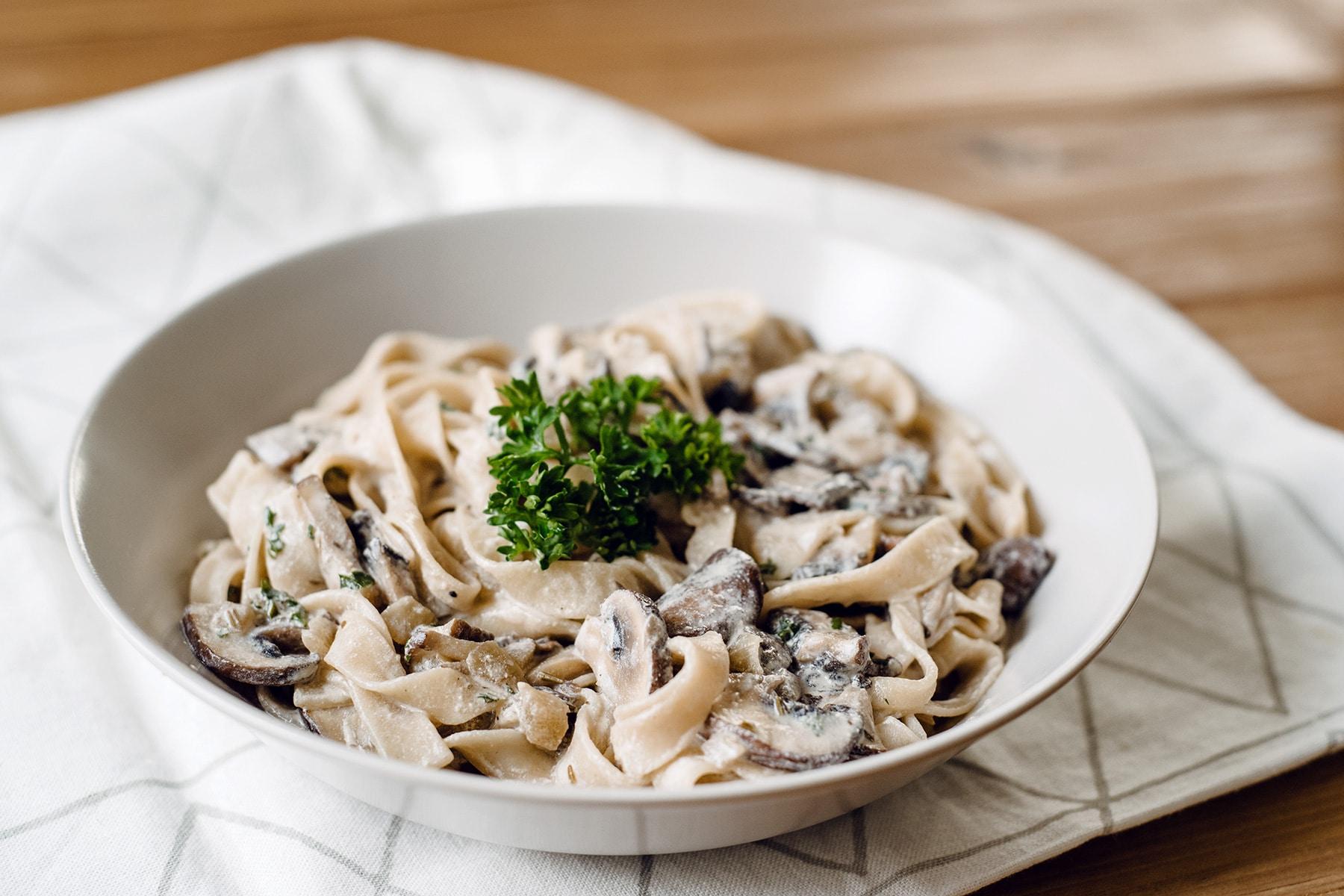 Sauce végétalienne aux champignons et à la crème