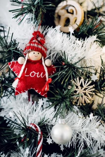 Décorations de sapin de Noël, avec une petite poupée en tissu en forme d'étoile