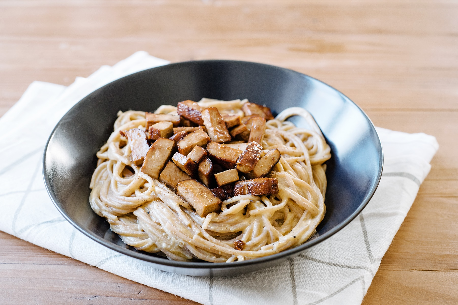 Spaghetti à la carbonara végétalienne