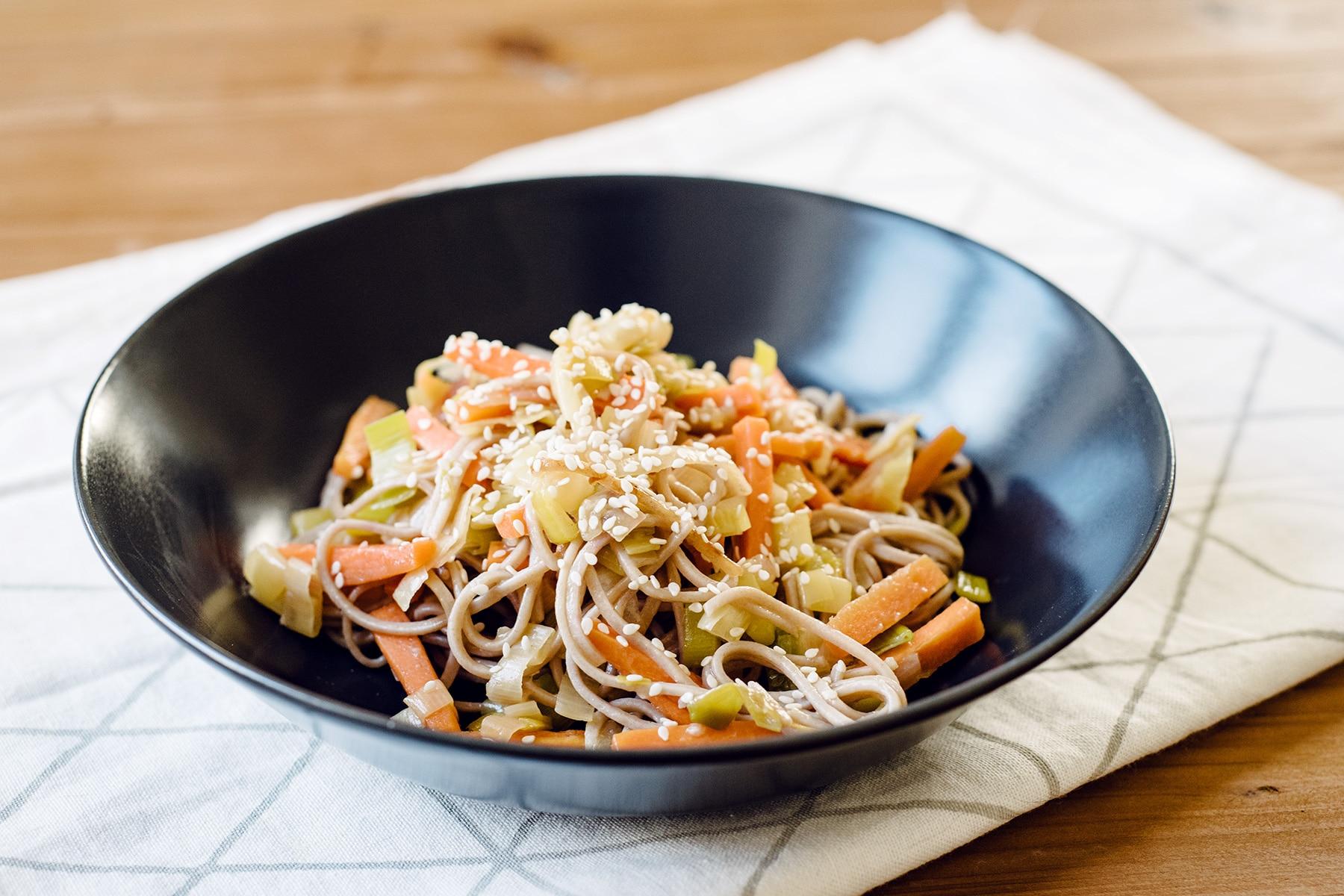 Wok de légumes et nouilles soba