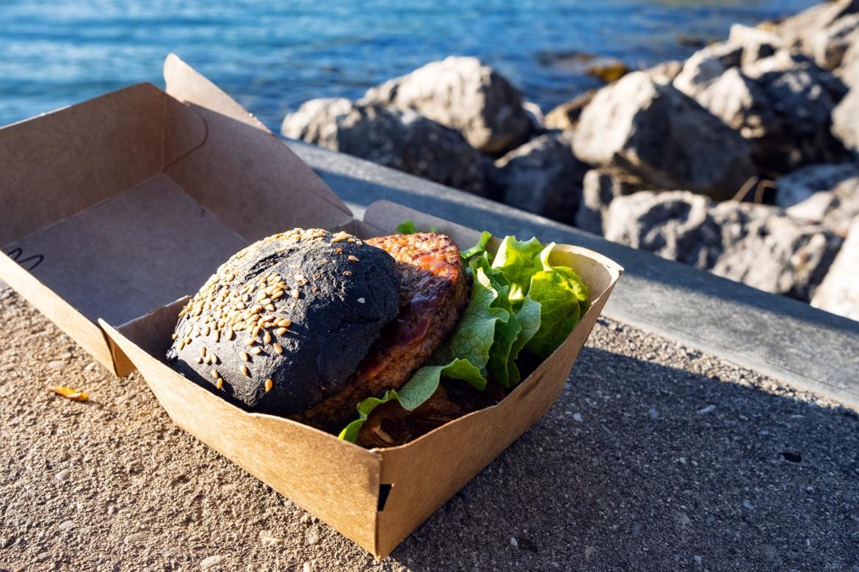 Burger végétalien dégusté au bord du lac de Bienne
